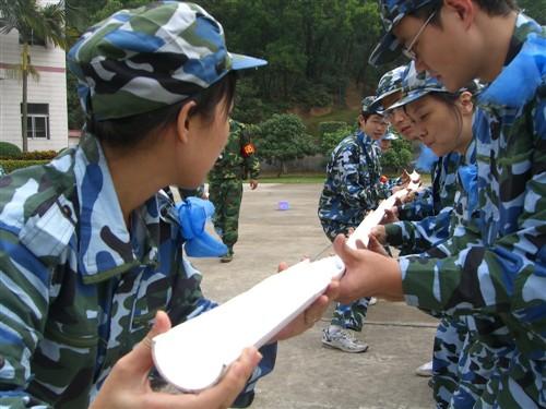 清远红旗寨拓展训练、温泉、峡谷漂流、玄真野战两天方案