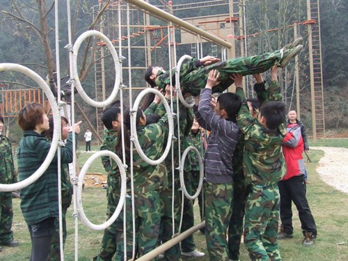 深圳石岩湖户外拓展训练、销售团队拓展训练一天方案