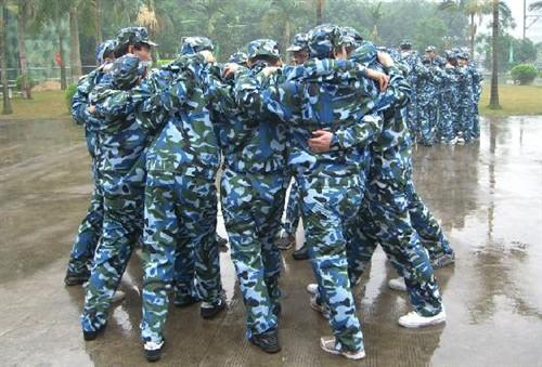 清远红旗寨团队拓展训练、新银盏温泉、峡谷漂流、丛林野战两天方案