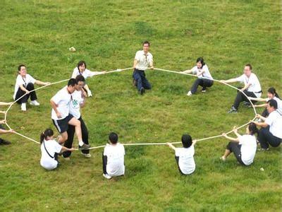 东莞拓展训练基地、团队凝聚力拓展培训专业体验式课程方案_东莞拓展训练