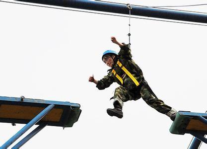 东莞拓展训练基地、团队凝聚力拓展培训专业体验式课程方案