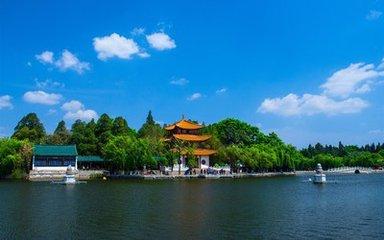 云南旅游股份有限公司2011年半年度业绩预告修正公告啦!
