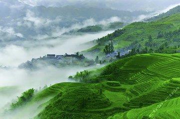 最近暑假旅游火爆 广西钦州迎来夏季旅游热