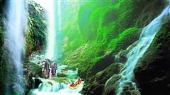 <清远漂流汽车2日游>古龙峡全程飞龙漂、牛鱼嘴惊魂玻璃桥、滑道、银盏森林温泉、野炊农家乐、水晶弹野战