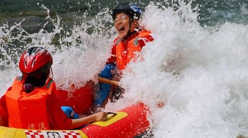 【清远】<清远黄腾峡直通车1日游>水上乐园、栈道探险 含中餐纯玩无购物