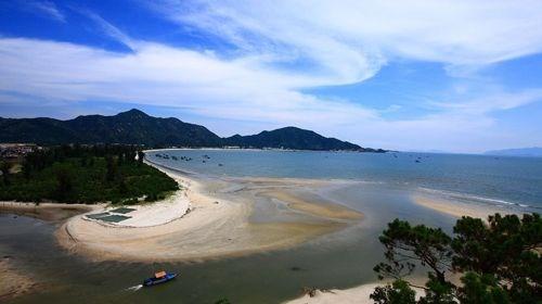 【惠州】<惠州惠东-双月湾十里长沙滩2日游>观双月湾全景,沙滩露营、出海捕鱼、烧烤BBQ、看日出