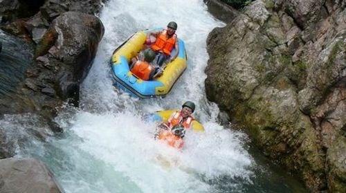 【黄腾峡】[暑假]<清远2日游>黄腾峡漂流、惊魄玻璃桥、银盏森林温泉、水晶弹野战