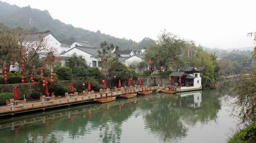 【清远】<佛冈-花都3日游>入住金龟泉温泉酒店、香草世界木屋别墅、品台湾风味宴