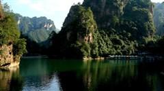 [春节]<长沙-张家界-凤凰高铁4日游>品特色合拢宴,游袁家界、大峡谷玻璃桥