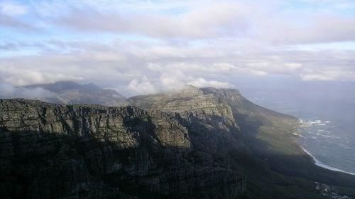 【南非】<南非-约翰内斯堡-开普敦8天游>香港CX/SA直飞,360度旋转桌山缆车,比林斯堡动物园,太阳城、法国小镇,好望角,非洲特色美食