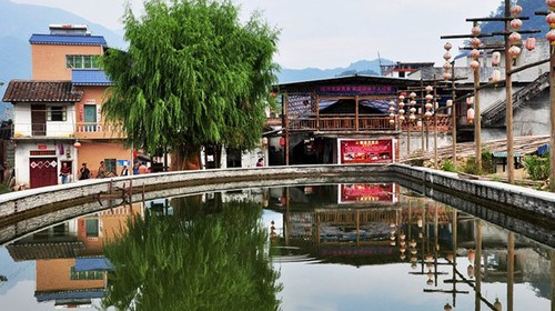【从化】[暑假]<增城-从化2日游>增城白水寨、从化望谷温泉小镇、独立温泉池、花卉世界、采摘水果