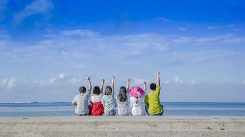 【惠州】[暑假]<惠州-惠东-双月湾-十里长沙滩2日游>海边沙滩浪漫帐篷露营、海滨游泳、出海捕鱼、烧烤BBQ、看日出、可升级入住酒店客栈