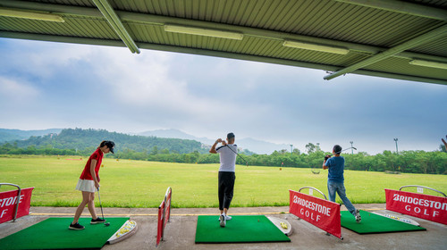 <香港5晚6天半自助游>体验高尔夫,香港海洋公园,香港迪士尼乐园,登摩天轮,一天自由活动,夜游维多利亚港,玩转地道香港